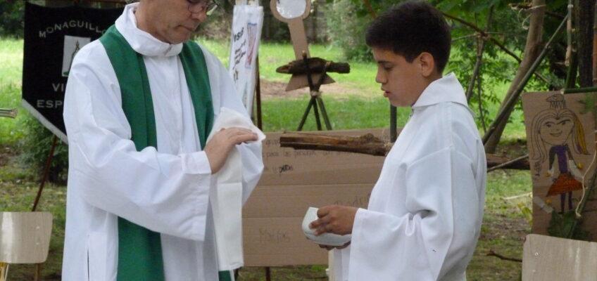 Ślady pod Krzyżem Południa – Ministrant z dekretem