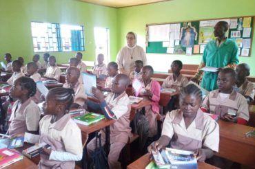 Rozpoczęcie nowego roku szkolnego w Nguelemendouka