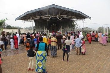 Inauguracja Groty Matki Bożej w Kamerunie na misji Balengou.
